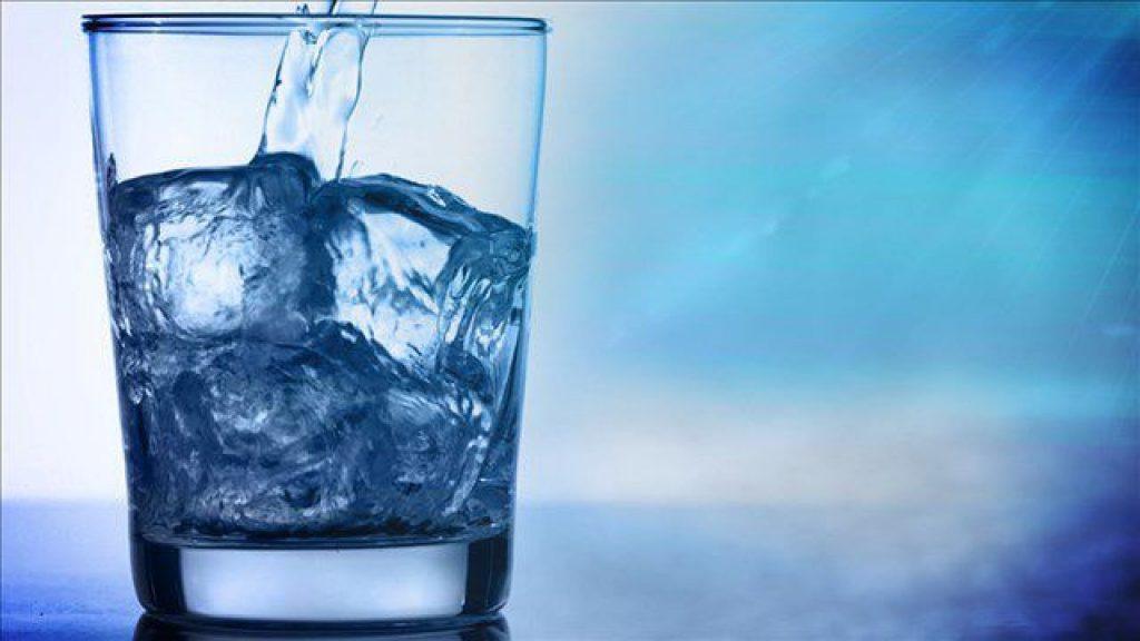Glas met verfrissend water